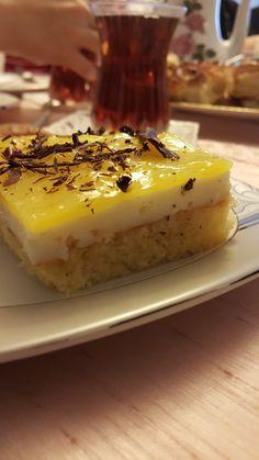 Annemin arkadaşı Adeviye teyzeye gittiğimizde ikram ettikleri nefis bir tat... Bizimde bu aralar favori pastamız oldu. Sizde mutlak...