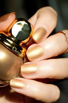 The Best Gold Polish - Diorific Gold Equinoxe: http://sonailicious.com/diorific-gold-equinoxe-241-review-nail-art/
