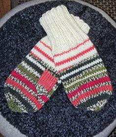 Restgarnsvantar för barnhand 🧶 #hcw_2019 #knitting #vantar #lapaset #mittens #restgarn #jämälanka Fingerless Gloves, Arm Warmers, Crochet, Threading, Projects, Fingerless Mitts, Ganchillo, Fingerless Mittens, Crocheting