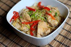 Kuch.com.pl: KURCZAK W SOSIE SOJOWYM Z PRAŻONYM SEZAMEM Thai Red Curry, Meat, Chicken, Ethnic Recipes, Food, Essen, Meals, Yemek, Eten