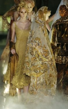 birdcagewalk:  the-moth-princess:Franck Sorbier