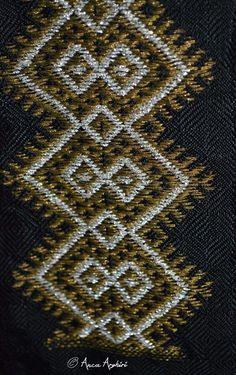 Folk Embroidery, Moldova, Traditional Outfits, Romania, Folk Art, Textiles, Rugs, Facebook, Blouse