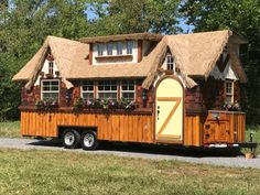 This is the Highland Tiny House on Wheels by Incredible Tiny Homes. It features a thatched roof and impressive wide by long dimensions! Tiny Houses For Sale, Tiny House On Wheels, Little Houses, Tiny House Movement, Small Room Design, Tiny House Design, Maison Transportable, Home Design Magazines, Highland Homes
