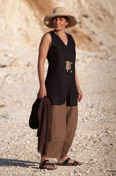 Pantalon large en lin chambray et tunique en lin noir pour femme-:- AMALTHEE CREATIONS-:- n° 3360