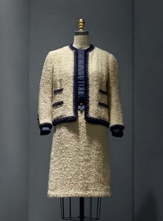 """Gabrielle """"Coco"""" Chanel (French, 1883–1971) Suit, 1963–68 haute couture French Wool, silk, metal The Metropolitan Museum of Art, New York, Gift of Mrs. Lyn Revson, 1975 (1975.53.7a–e) Photo © Nicholas Alan Cope Part of the exhibition """"ManusxMachina: Fashion in an Age of Technology"""""""