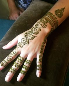 Get The Best Arabic Mehndi Design Images Photos, That is Designed by Experts and Experienced Mehndi Artist. Arabic Mehndi Design Images, Legs Mehndi Design, Stylish Mehndi Designs, Beautiful Henna Designs, Bridal Mehndi Designs, Mehandi Designs, Henna Mehndi, Hand Henna, Arabic Henna
