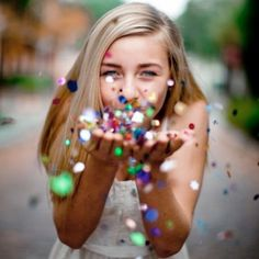 I like this idea for a senior portrait. VISIT FOR MORE I like this idea for a senior portrait. The post I like this idea for a senior portrait. appeared first on Fotografie. Poses Photo, Picture Poses, Photo Tips, Wow Photo, Perfect Photo, Picture Photo, Shotting Photo, Glitter Pictures, Senior Photos