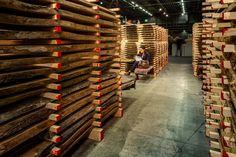 Messestand des Girsberger Massivholzhandels bei der Messe Holz 19 in Basel - Standdesign  #girsberger #girsbergermassivholz #massivholz #massivholzhandel #möbelholz #standdesign #messestand #holz19 #fairstand #ulme #nussbaum #eiche #swissdesign  Standdesign & Fotos: André Bolliger Basel, Event Design, Texture, Crafts, Photos, Solid Wood, Floor, Elm Tree, Oak Tree