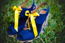 Adorable brides shoes. Perfect wedges for a beach wedding.