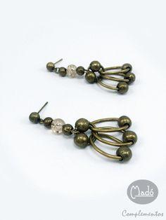 Madó Luaces : Pendientes largos en oro viejo y cristal craquelad...