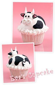 Both sides of a cute cow cupcake. #food #cows #bulls #farm_animals #cupcakes