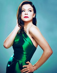 """Tatiana Maslany - Beautiful in a """"real"""" kind of way, so talented and . the sestras! Orphan Black, Black Tv, Back To Black, Devine Goddess, Tatiana Maslany, Strong Female Characters, Canadian Actresses, Celebs, Celebrities"""