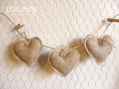guirnaldas banderines arpillera. encaje vintage rustico boda Burlap Christmas Crafts, Hessian Crafts, Felt Christmas Decorations, Valentine Decorations, Cute Valentine Ideas, Valentine Day Love, Valentine Crafts, Valentines, Bridal Banner