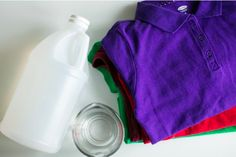 Distilled white vinegar is a safe, inexpensive and natural way to clean your clothes. Learn 11 easy ways to incorporate vinegar into your laundry routine. Cleaning Solutions, Cleaning Hacks, Vinegar In Laundry, Cleaning White Clothes, Brighten Whites, Handwashing Clothes, Distilled White Vinegar, Laundry Hacks, Organisation