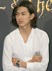 「松田翔太は長髪が似合ってる」の画像検索結果