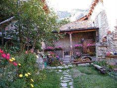 Usseaux (Torino) - Splendida fioritura di geranei e fiori di montagna.