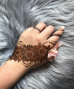 Half Hand Mehendi Designs For Intimate Weddings Pretty Henna Designs, Modern Henna Designs, Floral Henna Designs, Henna Tattoo Designs Simple, Back Hand Mehndi Designs, Latest Bridal Mehndi Designs, Full Hand Mehndi Designs, Stylish Mehndi Designs, Mehndi Designs 2018