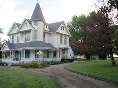 OldHouses.com - 1896 Victorian: Queen Anne - 1896 Queen Anne Victorian in Huntsville, Missouri