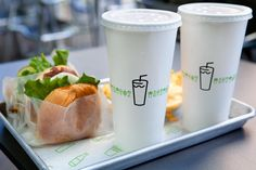Shake Shack's clean, modern aesthetic and playful point-of-view have helped set it apart from traditional fast food chains. Identity by Paula Scher. Food Packaging, Brand Packaging, Product Packaging, Packaging Design, Handmade Burger Co, Shake Shack Burger, Burger Stand, Branding Design, Packaging