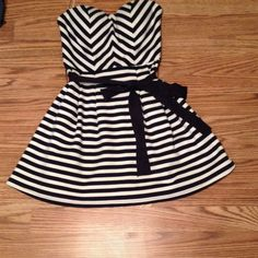 Dark blue and white striped sailor dress Adorable dress! Worn only a couple times, tie belt, bra padding, size small, perfect for spring or summer!!! Forever 21 Dresses