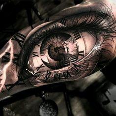 By Matias Noble #tattoodo #TattoodoApp #tattoodoBR #tatuagem #tattoo #olho #eye #relógio #clock #escada #stairs #realismo #realism #pretoecinza #blackandgrey #MatiasNoble