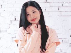 Watch and share Wonyoung Salewa GIFs by Ley Ni on Gfycat Uzzlang Girl, My Baby Girl, Cute Korean, Korean Girl, Kpop Girl Groups, Kpop Girls, Jang Wooyoung, Eyes On Me, Sketch Poses
