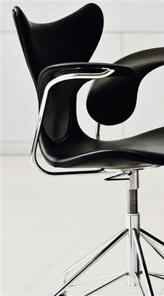 Arne Jacobsen, Lily chair for Fritz Hansen