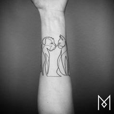cool-idée-tatouage-avant-bras-homme-le-tatouage-dos-homme-tatoué-chat-et-chien One Line Tattoo, Single Line Tattoo, Line Tattoos, Tattoos For Guys, Tattoos For Women, Modern Tattoo Designs, Modern Tattoos, Continuous Line Tattoo, Thigh Tattoo Quotes
