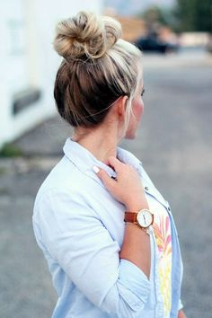 <3 THE TOP KNOT WITH HIGHLIGHTS <3 45 Graceful Two Tone Hair Color Ideas For Various Hairstyles | Two Tone Hair Color | Hair color Ideas | Fenzyme.com