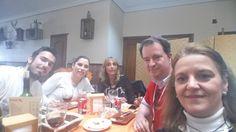 Buena comida @aunahorade #JuegodeTronosSVQ #Aunahorade @RedGuadalinfo @tysaford  @SantiponceAyto  #equipomorado #CasaPedro