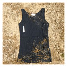 Tank top with 2 secret pockets - better than any fanny pack!  Seems perfect for european or backpacking trips.