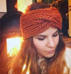 maa:keroni by edi m. Stirnband aus Merinowolle by edi m. Winter Trends, Turban, Headpiece, Knitted Hats, Winter Hats, Knitting, Store, Fashion, Headband Bun