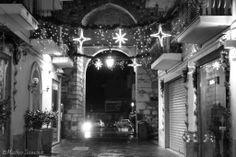 Armosfera natalizia sul Corso Umberto nei pressi di Porta Catania