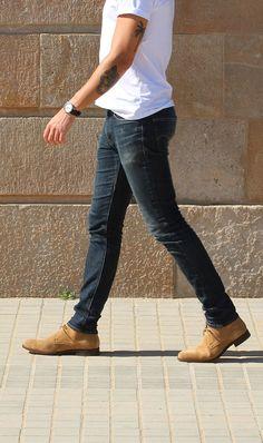 15 Super Ideas For Chukka Boats Outfit Men Guys Desert Boots Homme, Fashion Boots, Men's Fashion, Fashion Women, Winter Fashion, Desert Shoes, Chelsea Boots Outfit, Boots Cuir, Boating Outfit