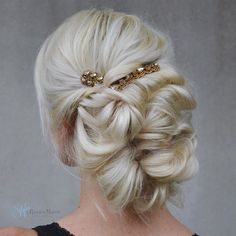 Vintage Hairstyles Updo - Have a mind about what kind of wedding hairstyle to choose? We offer for you wedding updos. They look great with different length of hair. Romantic Hairstyles, Simple Wedding Hairstyles, Vintage Hairstyles, Pretty Hairstyles, Bridesmaid Hairstyles, Bridal Hairstyles, Formal Hairstyles, Messy Updo, Braided Updo