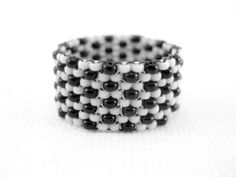 Peyote Ring / Seed bead Ring in Black and White by MadeByKatarina