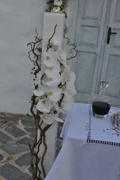 Λαμπάδες Γάμου κερί τετράγωνες Orchid Flower Arrangements, Modern Floral Arrangements, Artificial Floral Arrangements, Bling Wedding, Wedding Bouquets, Wedding Flowers, Deco Floral, Arte Floral, Church Wedding Decorations