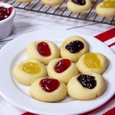 The simplest recipe for thumbprint cookies! I make these thumbprint cookies every Chri … - Christmas Desserts Thanksgiving Desserts, Christmas Desserts, Christmas Baking, Easy Cookie Recipes, Baking Recipes, Sweet Recipes, Easiest Cookie Recipe, Dessert Dips, Dessert Recipes