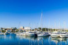 Port de Saint Gilles Croix de Vie - Le port de St Gilles est à seulement 15 min de St Jean de Monts, on y trouve à la fois des bateaux de pêche mais surtout de chouettes yacht !!! profitez-en pour vous arrêter boire un verre sur les quais c'est très agréable  ;-) - plus d'infos : http://www.payssaintgilles-tourisme.fr/saint-gilles-croix-de-vie