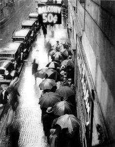"""Moviegoers lining up to see Charlie Chaplin's """"City Lights"""". PR 009, Browning Photograph Collection. Gift of Irving Browning in the name of Irving and the late Sam Browning, July 29, 1959. New-York Historical Society, 65271."""