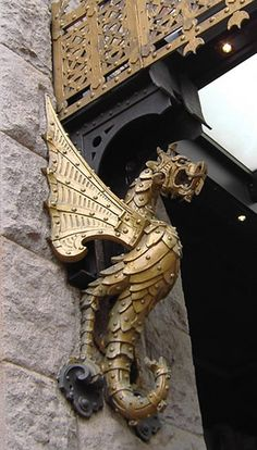 Dragon building detail, Pittsburgh, photographed by H.C. via rainydaypaperback on flickr