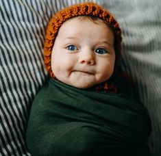 Just to be on the safe side, Can you give me another kiss. Newborn Photography Poses, Newborn Poses, Newborn Shoot, Newborns, Cute Baby Pictures, Baby Photos, Little Babies, Cute Babies, Baby Mine