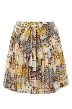 We love this pleated midi skirt, too cute!