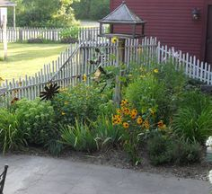 Astonishing Easy front yard fence ideas,Modern fence door and Garden fence panels 5 x Small Fence, Front Yard Fence, Fenced In Yard, Horizontal Fence, Backyard Fences, Garden Fencing, Horse Fencing, Types Of Fences, Fence Planters