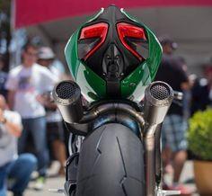 """28.5 mil Me gusta, 66 comentarios - Ducati Instagram (@ducatistagram) en Instagram: """"Does my butt look fat in this pic? Photo: @_badoc Awesome shot! #Ducati #ducatistagram #Panigale…"""""""