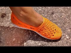 YouTube Crochet Slipper Boots, Crochet Sandals, Knitted Slippers, Crochet Gloves, Crochet Slippers, Bare Foot Sandals, Shoes Sandals, Dress Shoes, Crochet Video
