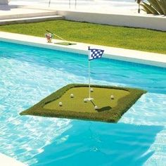 Floating chipping green for your pool ⛳