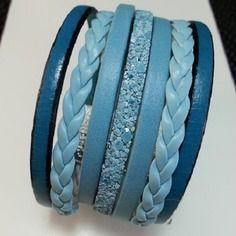 Bracelet manchette tendance et estival , cuir camaîeu de bleu , tresses simili cuir , lanière pailleté, fermoir magnétique argenté