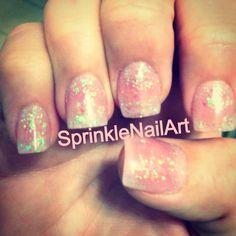 Sweet & short glittery acrylic nails <3