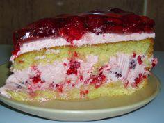 Aroma fructelor de padure, crema onctuoasa si blatul pufos se combina perfect in deliciosul Tort cu zmeura. Puteti folosi si alte fructe de padure, rezultatul final va fi la fel de savuros. Ingrediente Tort cu zmeura: Blat: 4 oua 1/2 cana zahar 1 cana faina 1/2 lingurita praf de copt Deserts, Cake, Recipes, Pastel, Desserts, Kuchen, Dessert, Cakes, Rezepte